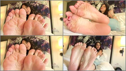 Wrinkled soles – Bratty Foot Girls – Stella Liberty – Jerk to Stella's Perfect Soles 720p