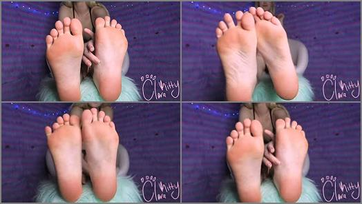 Highly arched feet – CLARA KITTY – FOOT WORSHIP JOI