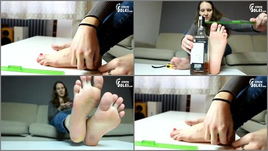 Long toes – Czech Soles – Foot Measuring With Czech Footgirl Ivet