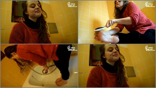Toes – Czech Soles – Young Girl Washing And Brushing Her Bare Feet