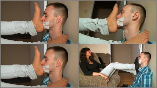 FOOT SMOTHER - Dominant Femine - PRISONER OF SYLVIAS STINK