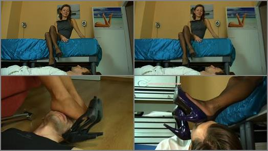 Pantyhose sniffing – Dominant Femine – SMELL SHOES OF FAMILY RELATIVES