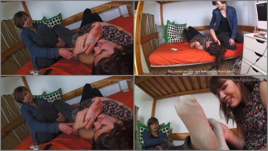 Foot fetish – FRENCH GIRLS FEET – Cleo turns her new roomate into footslave