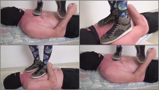 FACESTANDING – Foot Fetish Beauties – Loren hard trampling and shoe licking!