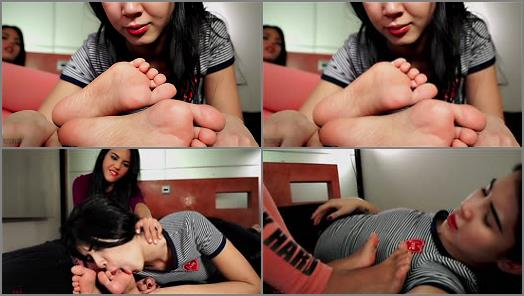 Foot sniffing – Foot Fetish Center – Apolonia, Lady Dee – She didn't clean the kitchen. She cleans her feet