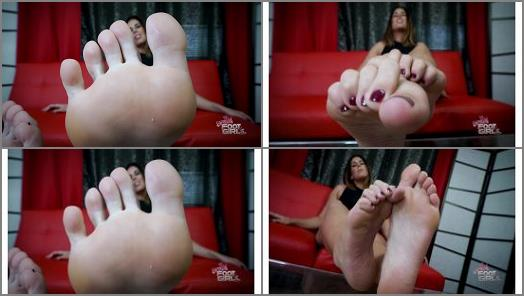 Gia the Giant  Jerk to my BIG soles preview