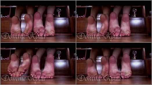 Soles fetish – Goddess Kyaa, Leah Star – Cum Quick! For Our 4 Wrinkled Soles!