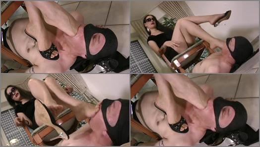 Foot fetish – Goddess Leyla – Face Crush Foot Gag