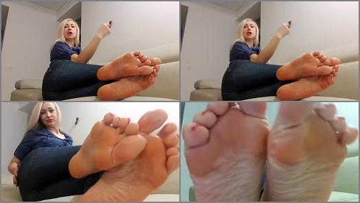 Wrinkled soles – Goddess Nika – Sweaty Feat 4 Slave