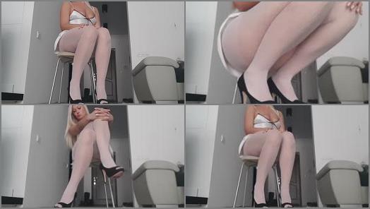 Pantyhose feet – Goddess Nika – Toe Tapping Goddess