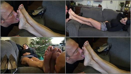 Foot domination – Goddess Zephy – Worship My Feet Bitch