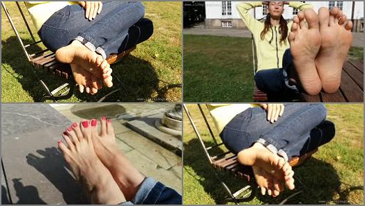 Toes pointing – I Love Long Toes – S?oneczny dzie? dla st?p (Sunny day for feet)