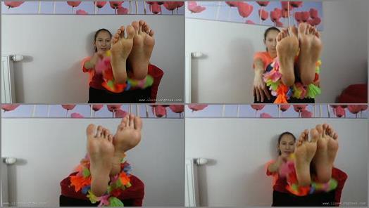 Long legs – I Love Long Toes – Stopy i kwiaty (feet and flowers)
