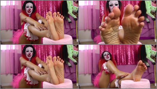 Toes – Kitzi Klown – Big Gorgeous Clown Feet