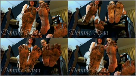 Muddy feet – Kyaa's Empire – Only Total Fucking Loser Buy This Lesbian Double Team Dirty Foot Fetish Clip!