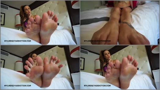 Toes pointing – Lindsey Leigh – Draining Your Wallet For My Feet
