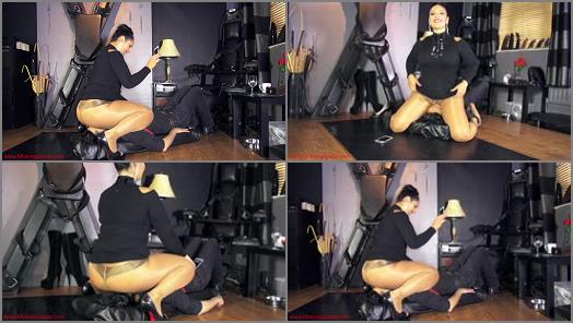 Face Sitting – Mistress Ezada Sinn – 5 minutes under My ass