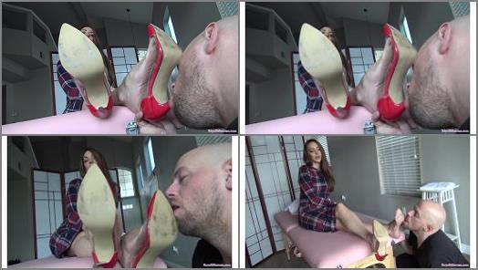 High heels licking – Mistress Stella's classy high heels