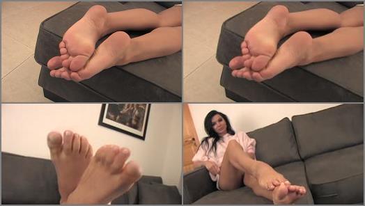 Soles fetish – Noemis World – Beautiful brunette with soft soles