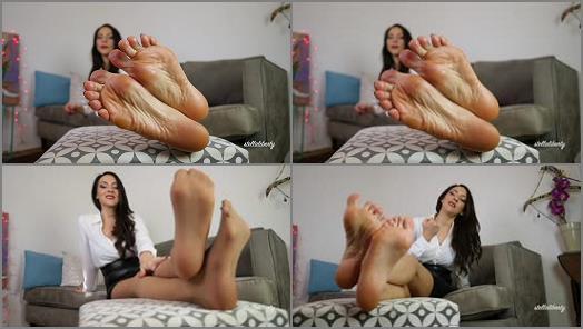 Barefoot – Stella Liberty – Foot Slave Neighbor