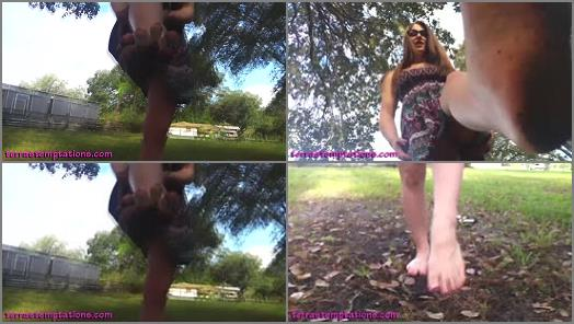 Muddy foot – Terra Mizu – Bare Dirty Feet
