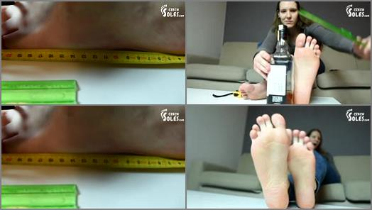 Foot goddess – Czech Soles – Foot measuring with Czech footgirl Ivet