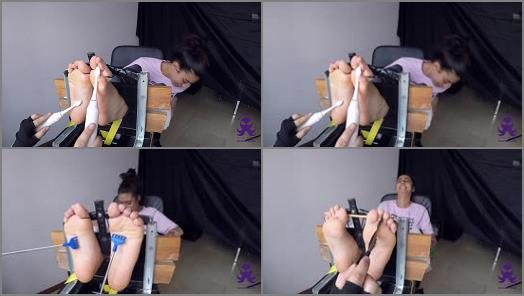 Foot tickling – Feet in the Stocks – First Time Hyper Ticklish Julia