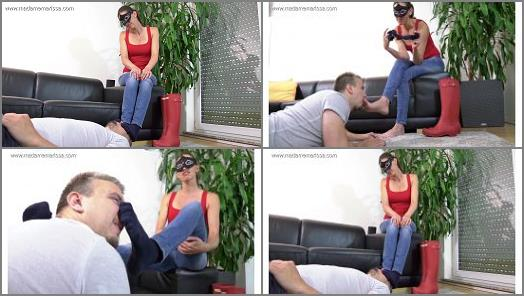 Socks sniffing – Madame Marissa – Sweat -soaked socks prepared in rubber boots