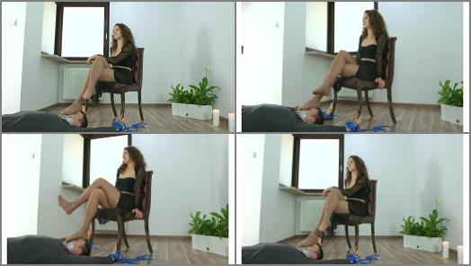 Nylon fetish – Polish Mistress – Karolina – Strong Dancers Legs On Your Face