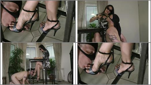 Foot Humiliation –  Foot Goddess Leyla – FootbitchHumiliation