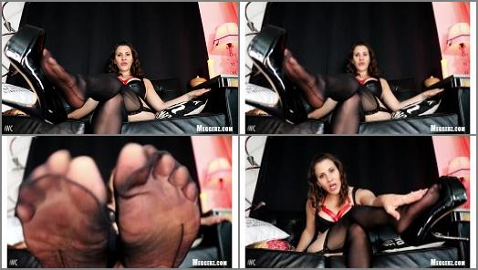 Stockings legs – Pay To Obey Meggerz – Pretty Toes In Sheer Hose