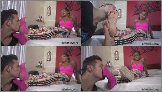 Foot humiliation – Bffvideos – Lolah Vibe Sweaty Feet Of Sneakers Pt.1