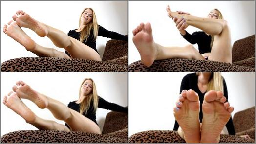 Jerk to my feet – Trixie Miss – Cum To Feet 3 Times