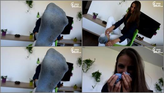 Stinky socks - miss Eliska - Sock sniffing instructions