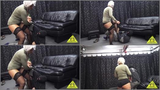 Kicking – Antschas wrestling and fetish store – Warrior Amazon beats down the burgler