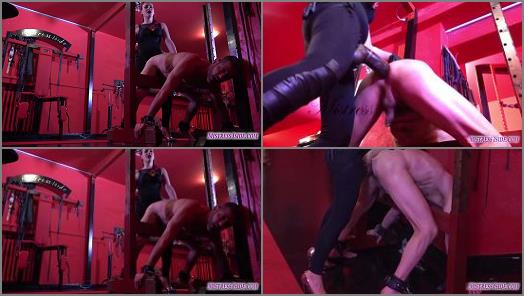 Strapon –  Mistress Iside – THE BEAM