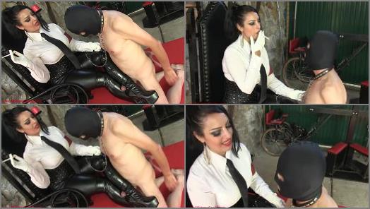 Mistress Ezada Sinn  Turned on by My smoke  preview
