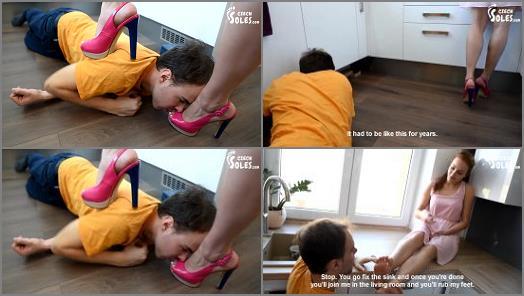 Foot+worship – Czech Soles – Naughty plumber at her feet –  Miss Megan