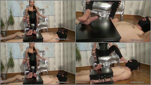 Domina Nomi Melone foot licking and footjob femdom