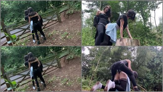 Strapon – Isabella Hush – Fucked in the woods