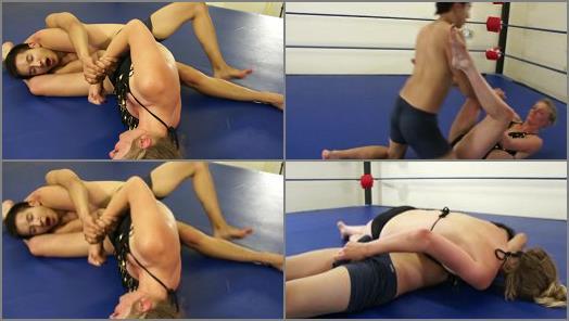 Femdom – Dirty Wrestling Pit – Mona Wales Plays Dirty