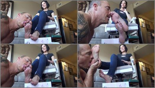 Pov Foot Worship – Goddess Zephy starring in video 'Owned by smelly feet'