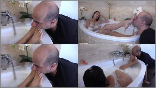 REA  Bath Time  Real Life Foot Worship And Servitude of GODDESS REA LONGEST LEGS studio preview