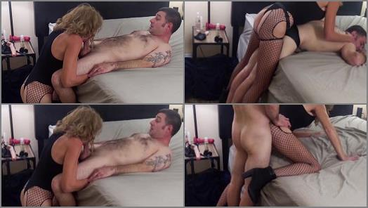 Online – 'STRAPON SUCK & Pegging- SWITCH- Strapon Riding, COCK Sucking & HARD FUCK from Behind' of 'In Joy Bacon' studio