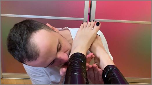 Young Mistress Sofi In Latex Leggings  Foot Fetish Bare Feet And Toes Sucking CloseUp preview