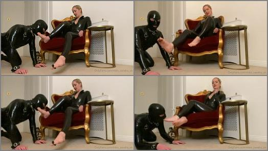 Shoe Fetish – Mistress Sandra starring in femdom clip 'Sniff And Worship'
