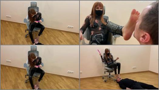 Toe Sucking – Petite Princess FemDom – The Submissive Guy Kneels In Front of The Goddess Kira and Serves Here Foot – Sucks Toes and Licks Her Feet